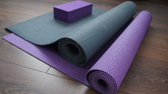 How To Choose The Best Yoga Mat Material Yoga Signs